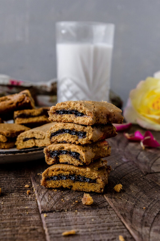 These Homemade Fig Newtons are a simple recipe that comes together quickly with fig jam and whole wheat flour. This is a healthy vegan cooke recipe for the fig-lovers in your life.