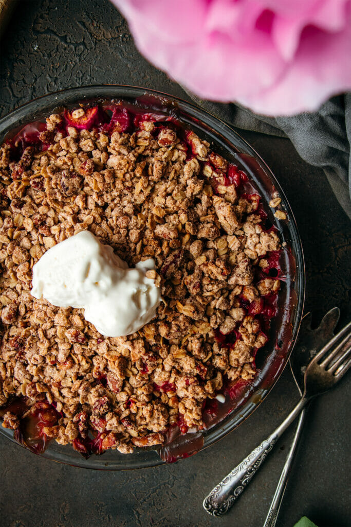 brown butter rhubarb crumble next to two forks